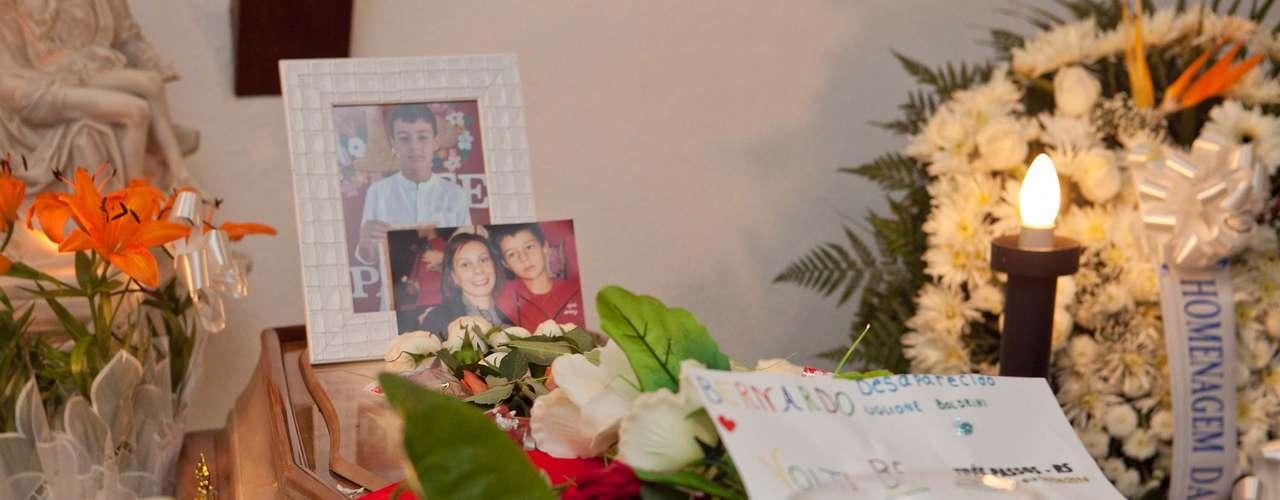 Depois do velório em Três Passos (RS), cidade ondeBernardo morava com o pai e a madrasta, o corpo do menino seguiu para Santa Maria (RS), onde familiares e amigos se despedem na capela 3 do Hospital de Caridade