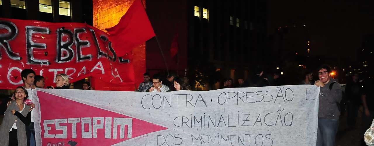 15 de abril - Manifestantes protestam nas ruas da capital paulista