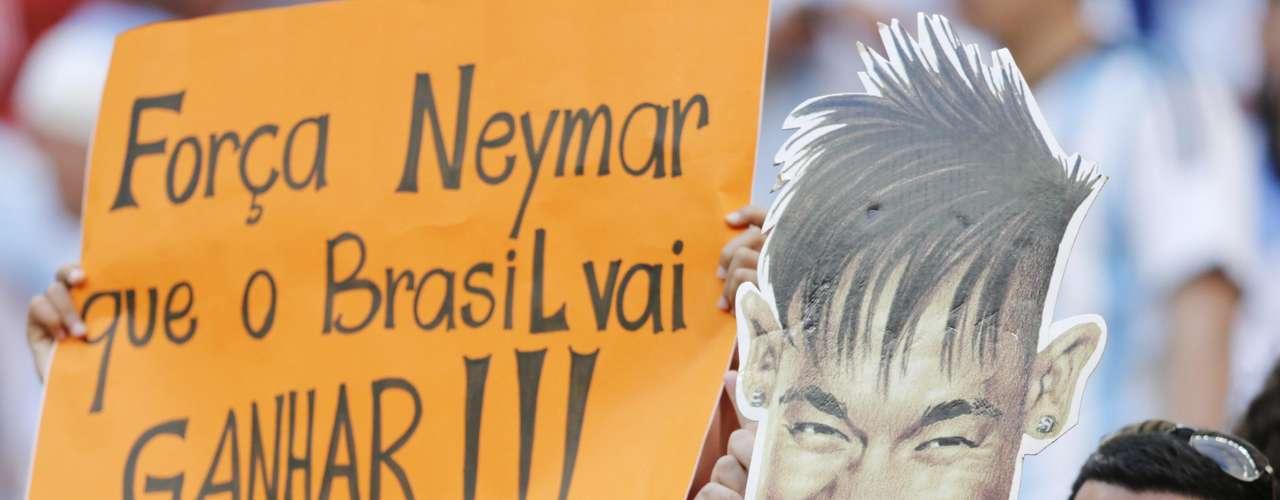 Após sofrer uma fratura na vértebra e acabar fora da Copa do Mundo, Neymar virou notícia no mundo todo. No Brasil, não foi diferente, e os torcedores aproveitaram para mandar mensagens positivas ao atacante;no Estádio Mané Garrincha, em Brasília, onde a Argentina enfrentou a Bélgica, foram diversas manifestações de apoio.
