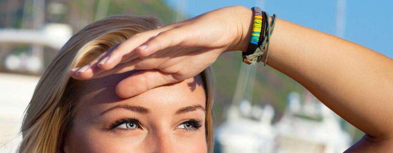 A luteína - antioxidante natural que reduz os efeitos dos radicais livres -  proporciona um efeito fotoprotetor contra a radiação solar e artificial, além de aumentar significativamente a hidratação e a elasticidade da pele