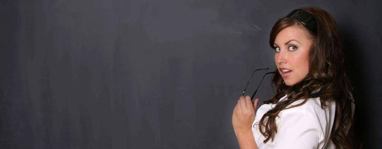 """Professor/aluna: acredite, elas gostam de se fantasiar de colegiais para que os """"professores"""" mostrem o caminho"""