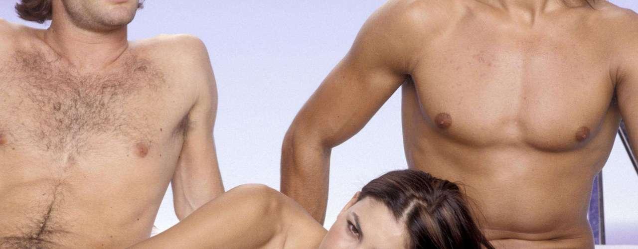 Uma mulher com dois homens: nessa fantasia, os homens tipicamente são heterossexuais e toda a atenção deles é para ela