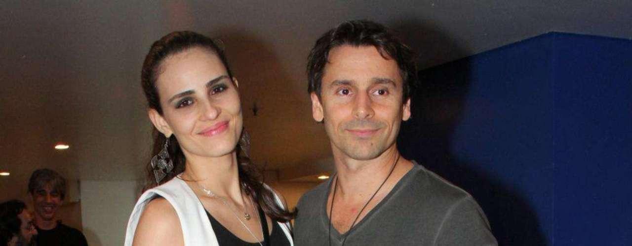 Mesmo usando tênis, a modelo Fernanda Tavares é mais alta que o marido Murilo Rosa