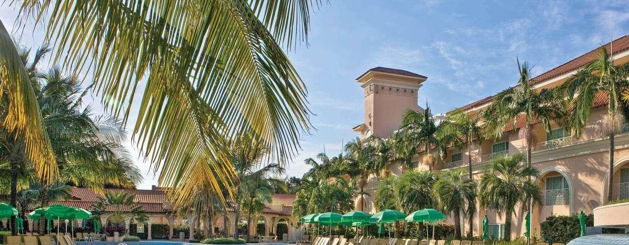 Royal Palm Plaza, Campinas, São Paulo: o hotel oferece sauna, quadras de tênis, bares, restaurantes, cinema e piscinas. A diária no apartamento luxo duplo custa a partir de R$ 499,75 por pessoa, com pensão completa. Vale lembrar que, se o casal tiver duas crianças de até 11 anos no mesmo quarto, uma delas não paga. Informações: (19) 2117.8002 ou 0800 7276925