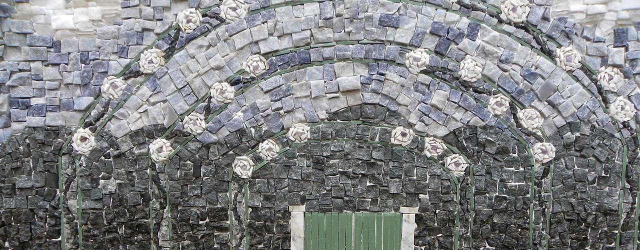 Marinella Spadon diz que, em três meses, qualquer pessoa já consegue fazer um mosaico bonito, mas lembra que essa é uma arte que exige paciência