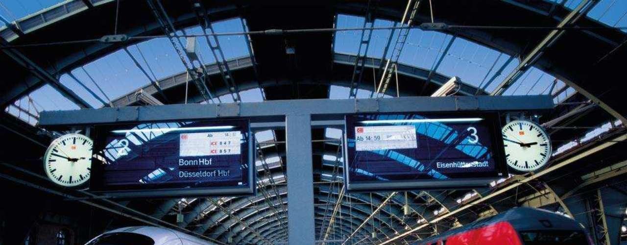 Alemanha e França de trem: a TT Operadora oferece um pacote de oito dias para o feriado de Corpus Christi, a partir de 2.520 euros (aproximadamente R$ 6.850). O pacote inclui hospedagem, passagens aéreas (São Paulo ou Rio de Janeiro/Munique), passagens de trem e café da manhã. Informações: (11) 5094-9494