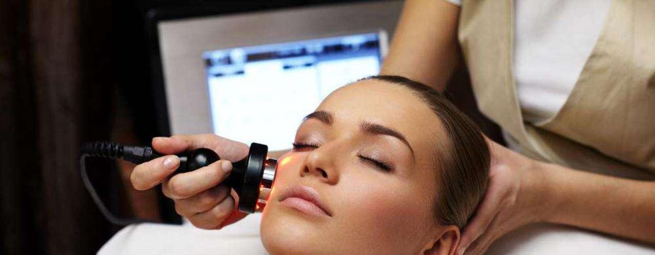 A luz intensa pulsada é um dos tratamentos mais recomendados para melhorar a aparência dos poros do rosto