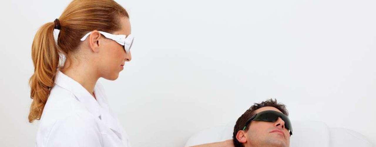 Segundo a dermatologista, a fotodepilação é mais indicada para pessoas com tom de pele claro. Peles bronzeadas e mais escuras correm o risco de desenvolver queimaduras