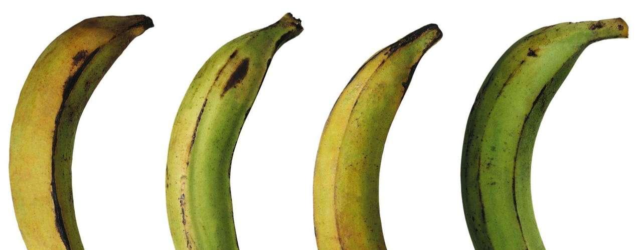 27. Plátanos - Meia xícara de plátano (semelhante à banana) cozido reúne cerca de 3 g de amido resistente, carboidrato saudável que estimula o metabolismo e queima gordura