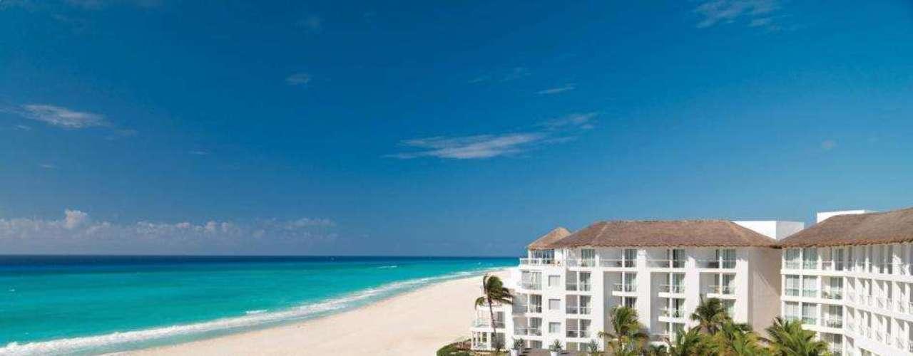 Hotel Playacar Palace, Playa del Carmen, Caribe: O resort está localizado a 45 minutos do aeroporto, a poucos metros da praia e próximo à principal avenida. Ele oferece campo de golfe, piscinas e quadra de vôlei e frisbee. Todos os quartos possuem jaccuzzis. O valor da diária com pensão completa é a partir de $270 (cerca de R$ 550) por pessoa. Informações: www.palaceresorts.com
