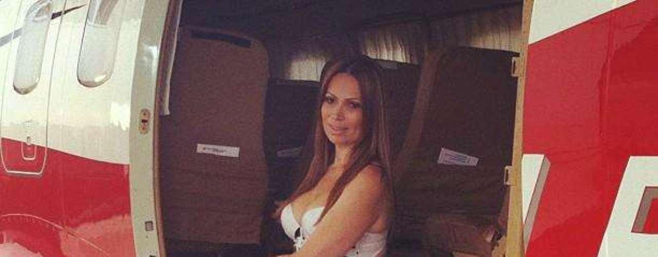 Solange Almeida, a vocalista do Aviões do Forró, deixou para trás o passado de ex-gordinha e mostrou que está com tudo em cima