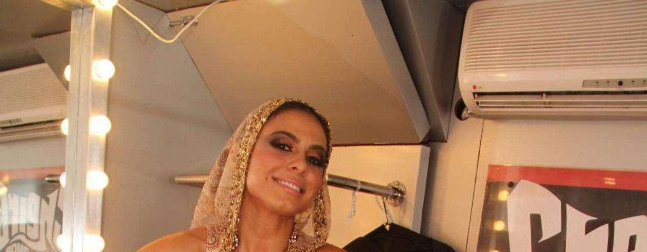 Aline Rosa, vocalista da banda Cheiro de Amor, não confirma, mas veículos de comunicação baianos revelam que a cantora aderiu ao silicone antes de gravar o DVD acústico da banda