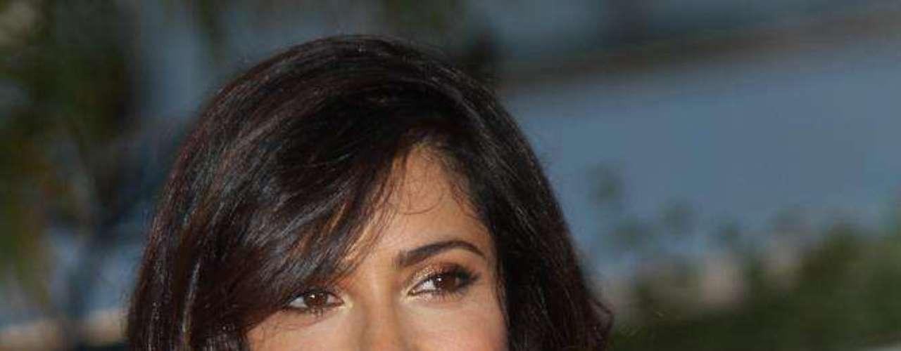 A atriz Salma Hayek não confirma, mas a imprensa dos EUA noticiou que ela se rendeu ao implante de silicone nos seios. Isso porque, eles aumentaram visivelmente desde que a atriz iniciou seus trabalhos nas telas de cinema
