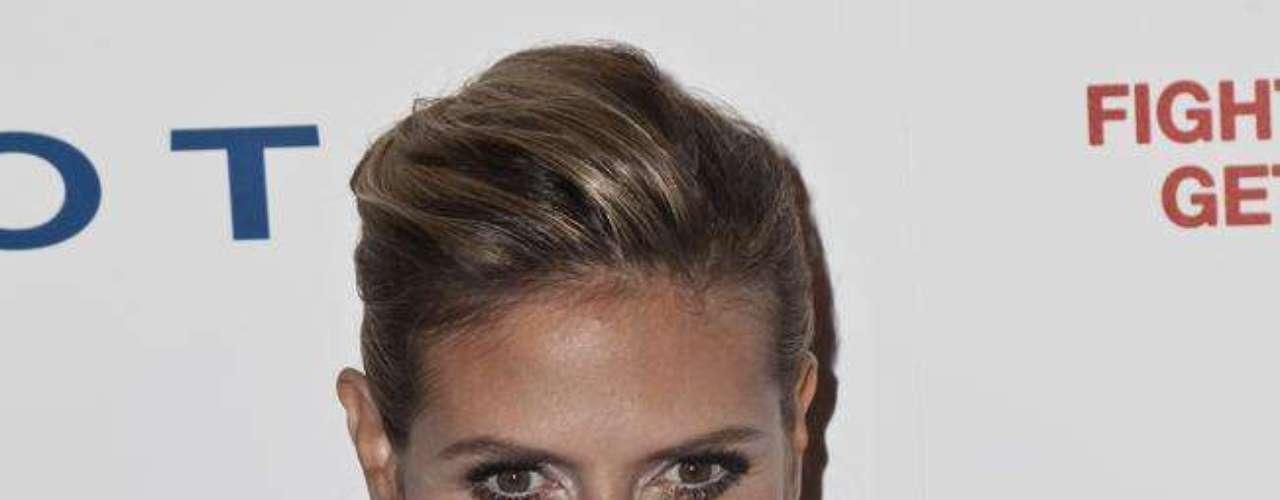 A top model e atual apresentadora de TV Heidi Klum nega, mas os seios aumentaram desde 2011, quando foi flagrada fazendo top less numa praia espanhola com o então marido, Seal