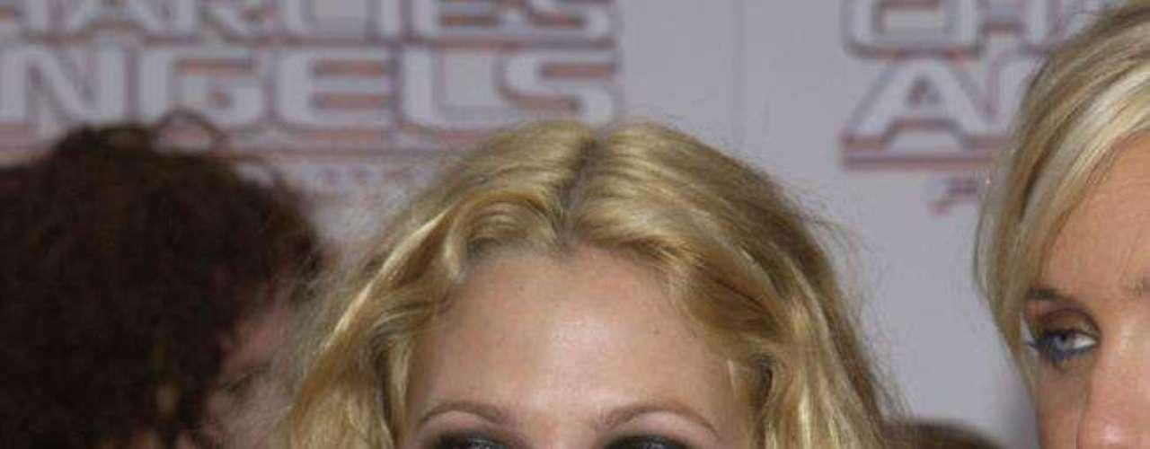 Os tabloides norte-americanos acreditam que a atriz Drew Barrymore também valorizou o busto com implantes de silicone, embora a estrela não confirme o fato
