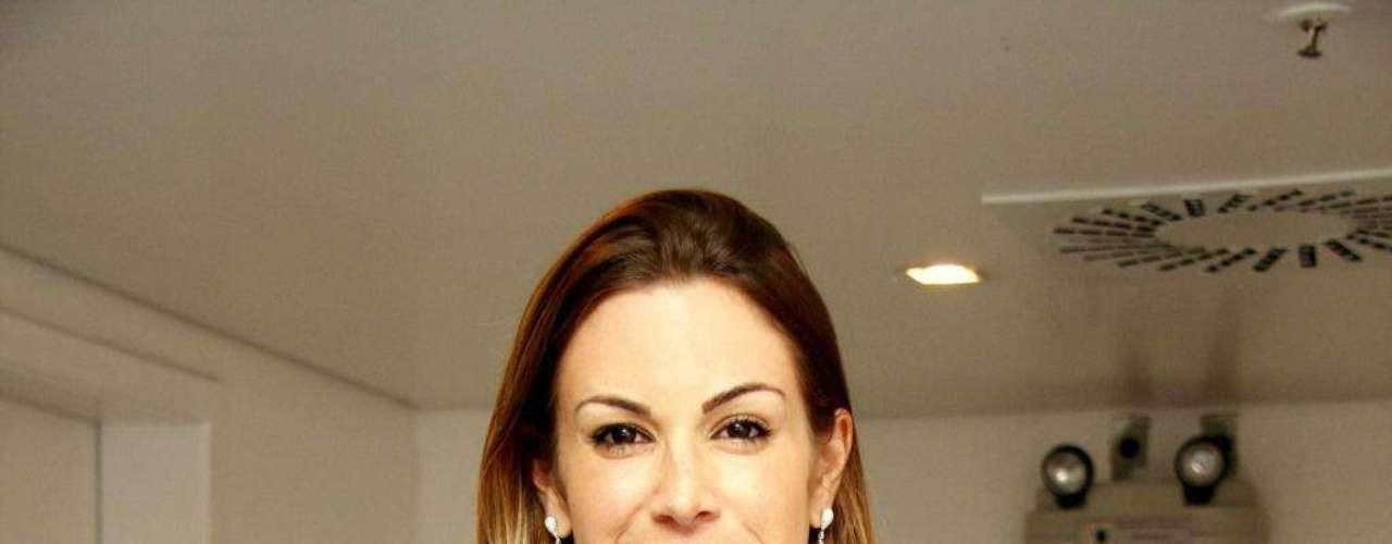 Quando Joanna Prado estourou como a Feiticeira do extinto Programa H, da Band, em meados dos anos 2000, já estava com o corpo escultural e os seios siliconados. Por causa disso, a bela foi estouro de vendas como capa da Playboy e trocou as próteses em janeiro de 2012
