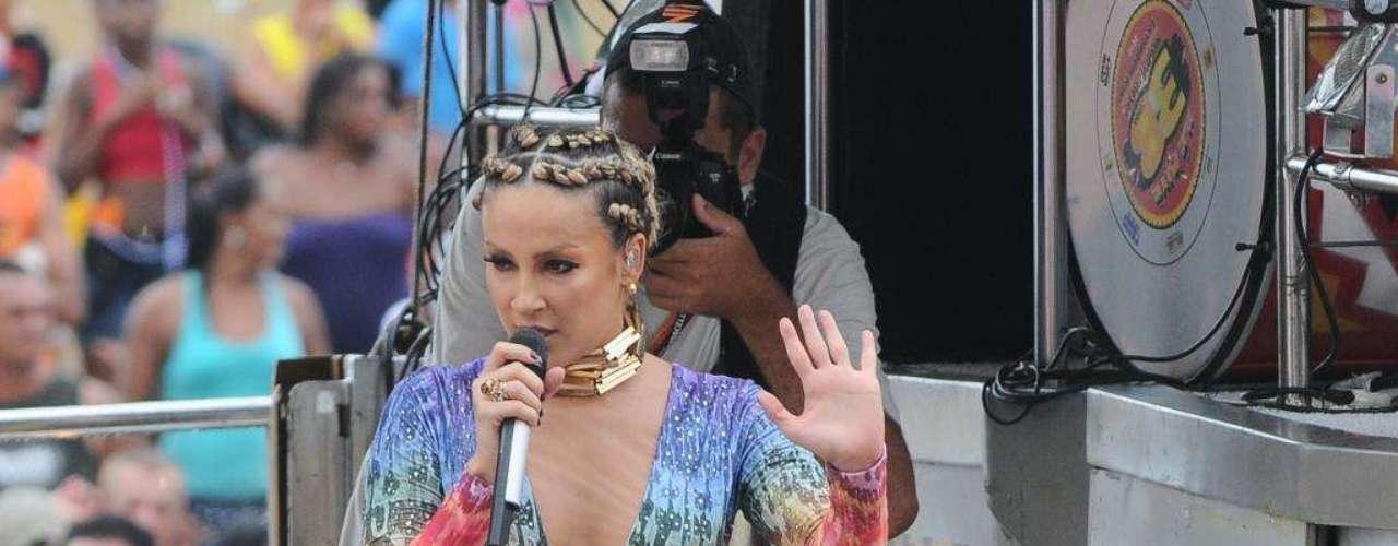 Em meados de 2007, a cantora Claudia Leitte assumiu, em entrevistas para a mídia nacional, que havia adotado próteses de silicone de 175 mililitros em cada um dos seios