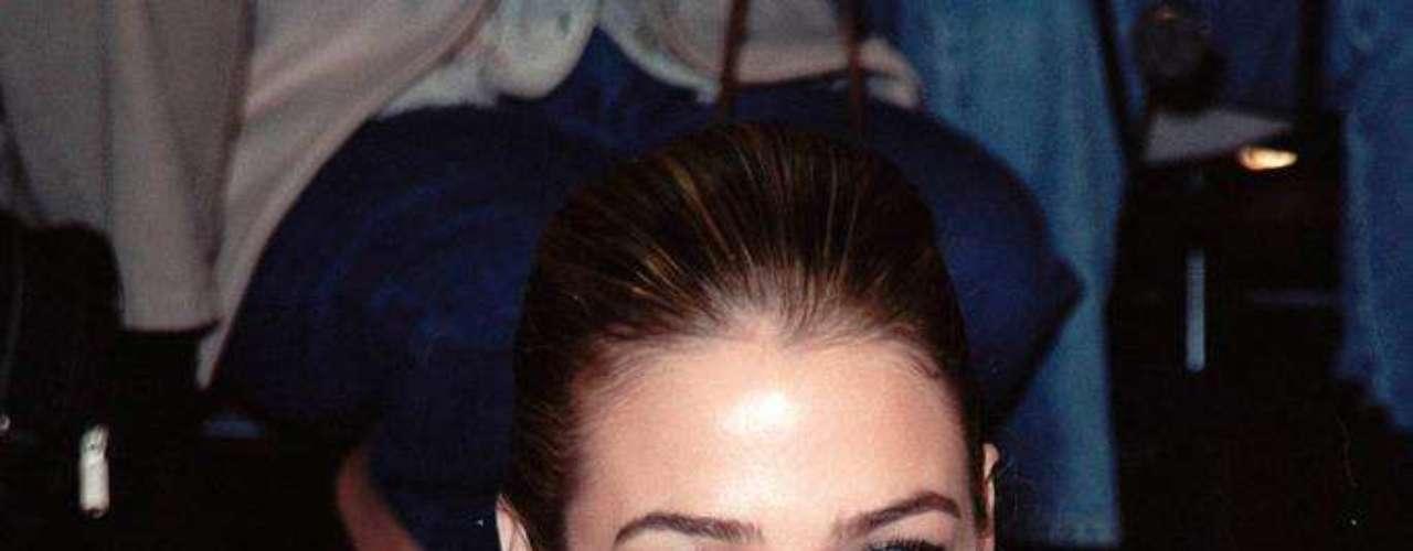 A atriz e top Denise Richards já declarou que recorreu ao método para valorizar o busto