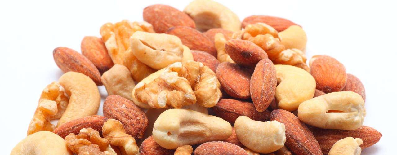 Castanhas e amendoim - Quando não controladas, as aflatoxinas presentes nestes alimentos podem causar reação alérgica