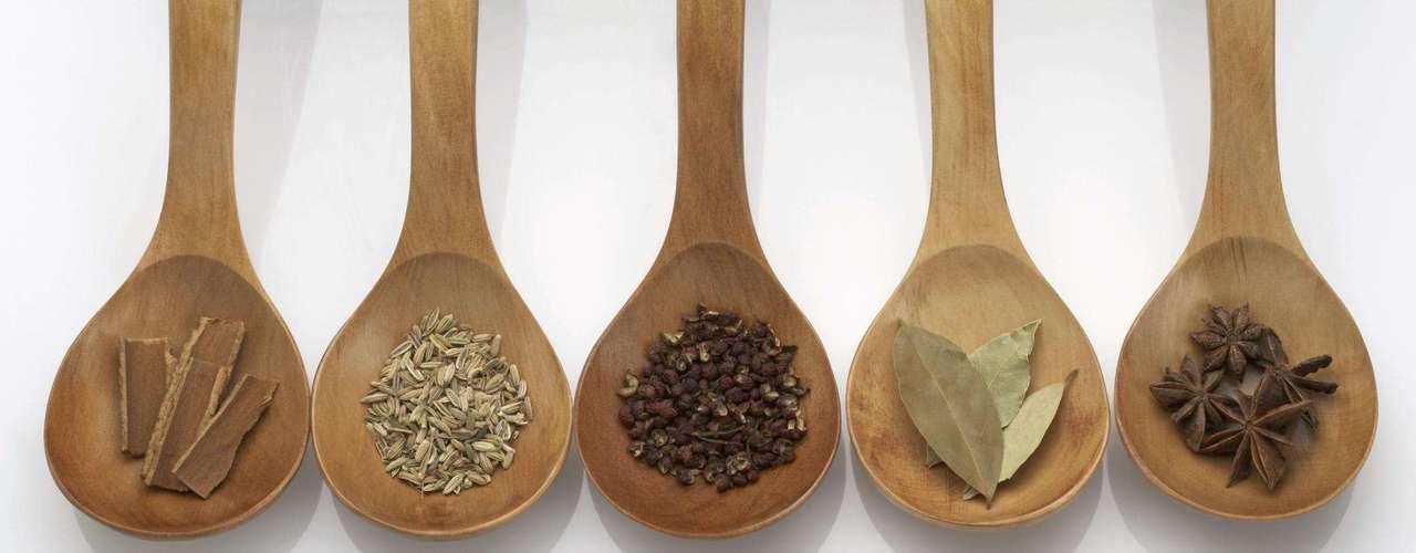 Temperos - Entre as principais especiarias da culinária, a canela é um alérgeno comum
