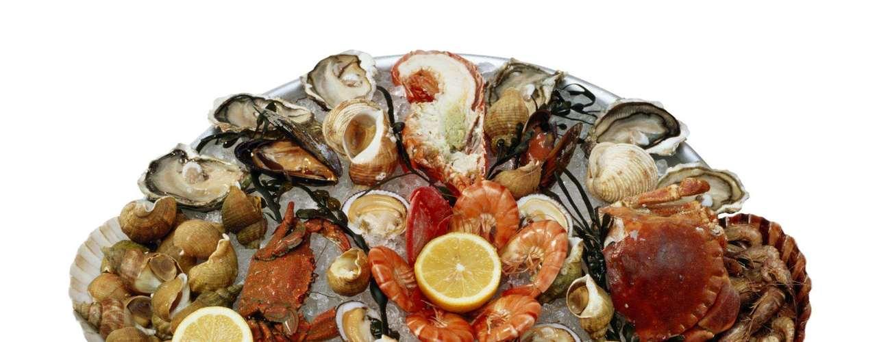 Frutos do Mar - Caranguejo, lagosta e camarão podem desencadear reações severas de alergia. Na China, por exemplo, ocorrências alérgicas pela ingestão de camarão são as mais comuns