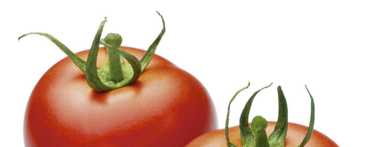 Tomate - A reação alérgica a tomate está normalmente associada ao uso muito frequente desse alimento na dieta
