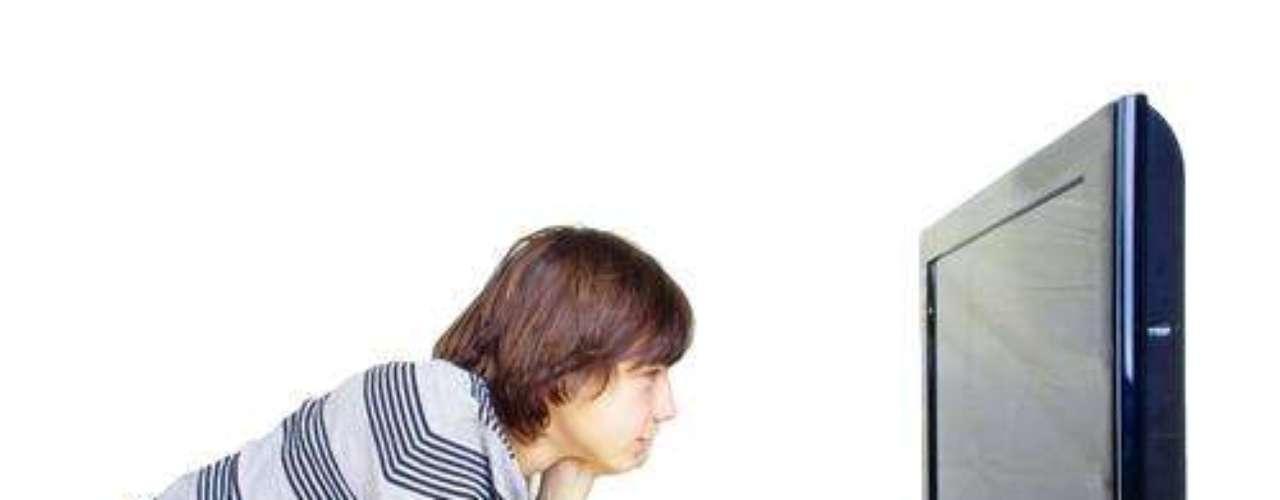 Caso a pessoa fique muito perto do aparelho, seu conforto visual será prejudicado