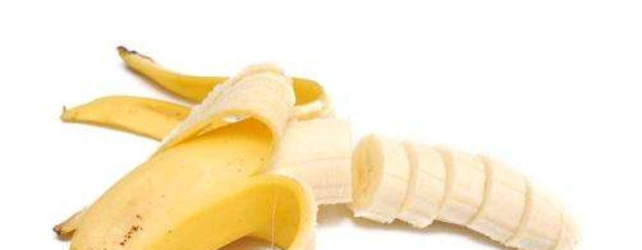 Banana: por ser um alimento rico em potássio, a banana vai contra a retenção de líquido ocasionada pelo consumo de sódio
