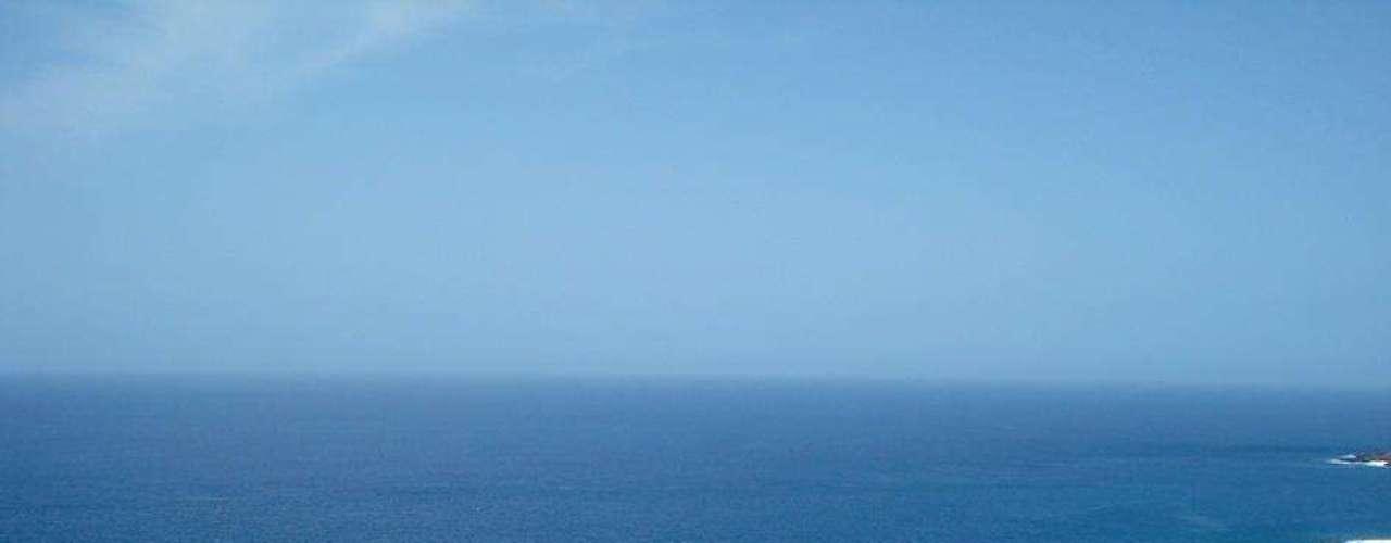 10. Cabo Verde - Antiga colônia portuguesa, Cabo Verde é formado por dez ilhas no Atlântico, a 700 km do litoral do Senegal. O turismo no arquipélago é bastante recente, portanto, suas belas praias com temperaturas agradáveis ainda estão praticamente intocadas