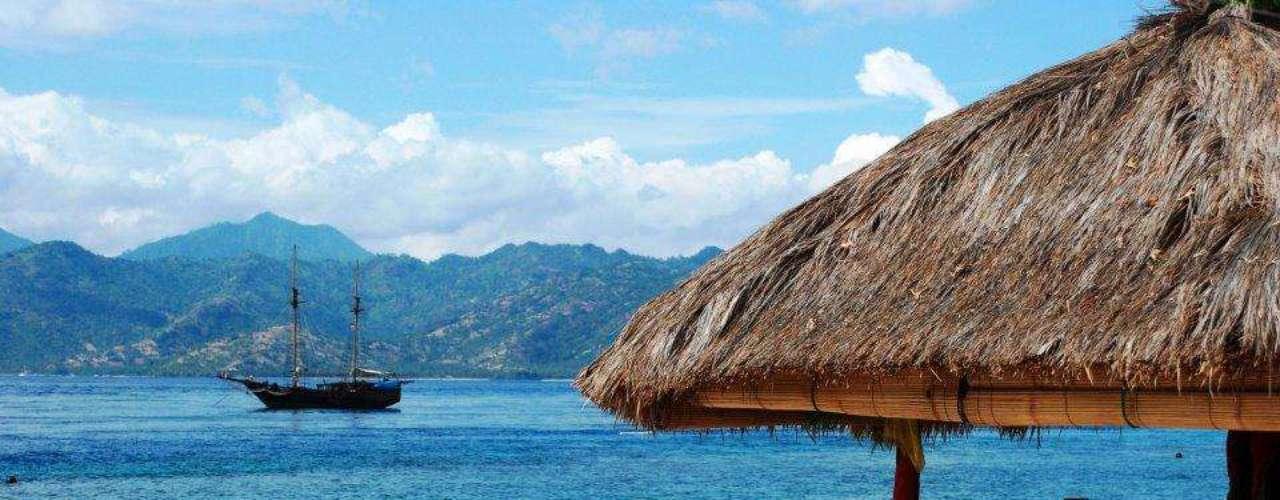 5. Ilhas Gili, Indonésia - Gili é um arquipélago composto por três ilhas paradisíacas no litoral da Indonésia. Situadas entre Bali e Lombok, as Gili têm Trawangan como ilha mais badalada, Meno como a mais tranquila e Air como ponto intermediário. Porém, as três fascinam pela beleza de suas praias e natureza abundante
