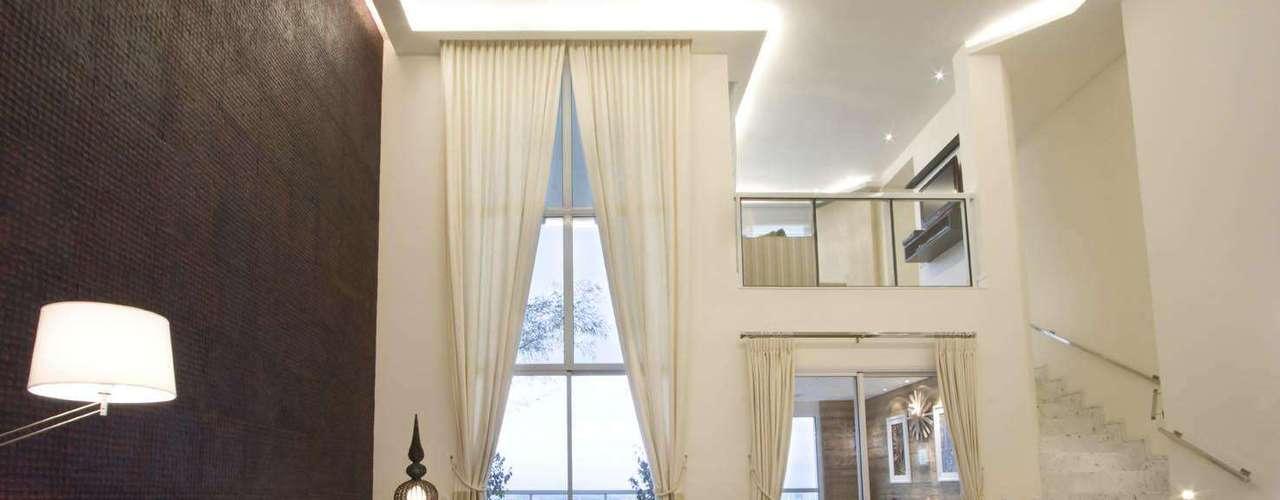 O ideal é que a cortina seja automática, e ela pode servir como um objeto de decoração no ambiente