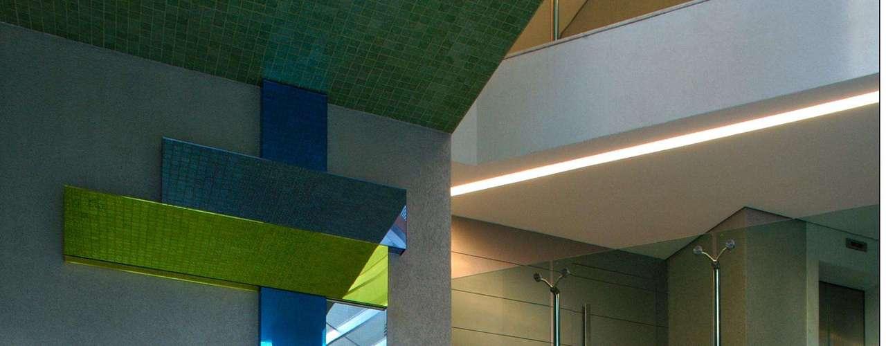 Nesse projeto, realizado para um prédio em Belo Horizonte, Brunete Fraccaroli usou tons mais neutros, assim como aqueles que adota em sua casa