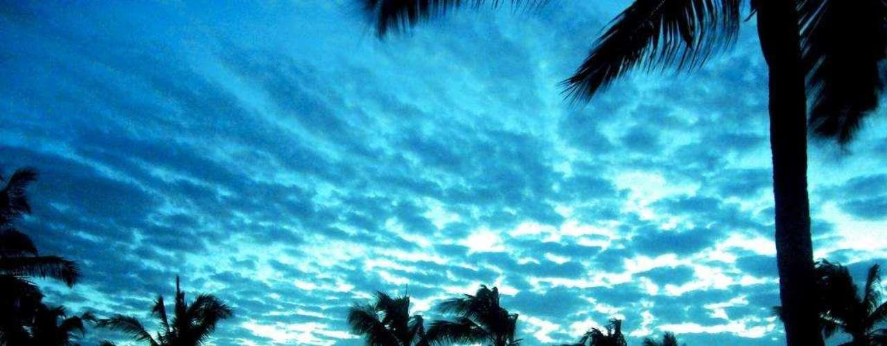 Pemba, Moçambique. A língua portuguesa não é o único ponto comum entre Brasil e Moçambique, país do sudeste da África. Moçambique também tem um litoral com lindas praias, como as que ficam em volta da cidade de Pemba, no norte do país. Pemba é um destino paradisíaco, com um litoral de águas límpidas e muitos corais, ideais para a prática do mergulho, e conta com numerosos hotéis e resorts. As ilhas Quirimbas, perto do litoral de Pemba, também merecem a visita