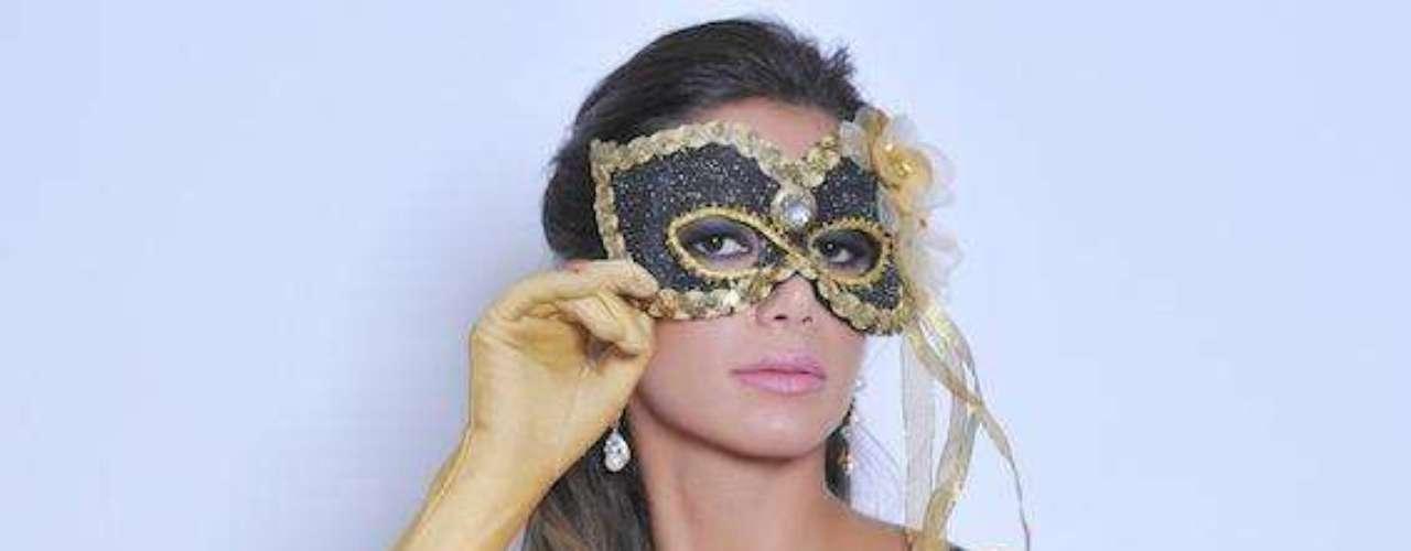Miss Bumbum, Graciella Carvalho posa com lingerie sensual