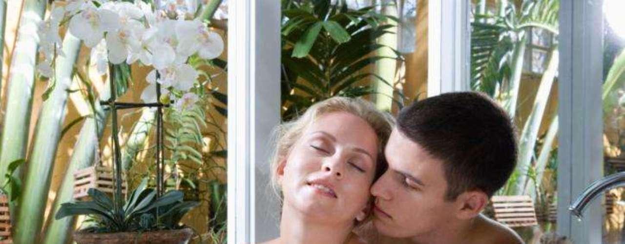 Sexo no banheiro: o cômodo mais subestimado da casa quando o assunto é ter relações sexuais é o banheiro. Porém, ele pode reservar grandes surpresas. \