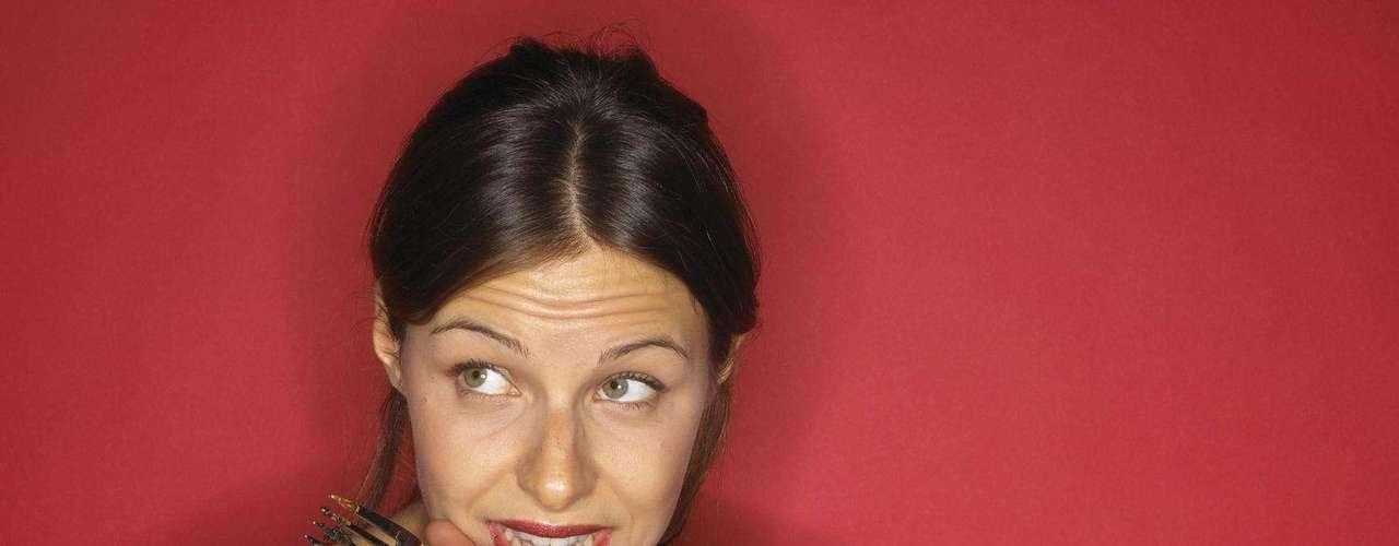 Manter uma boa dieta é a primeira dica da lista do jornal 'Daily Mail' para garantir um bumbum de dar inveja. \