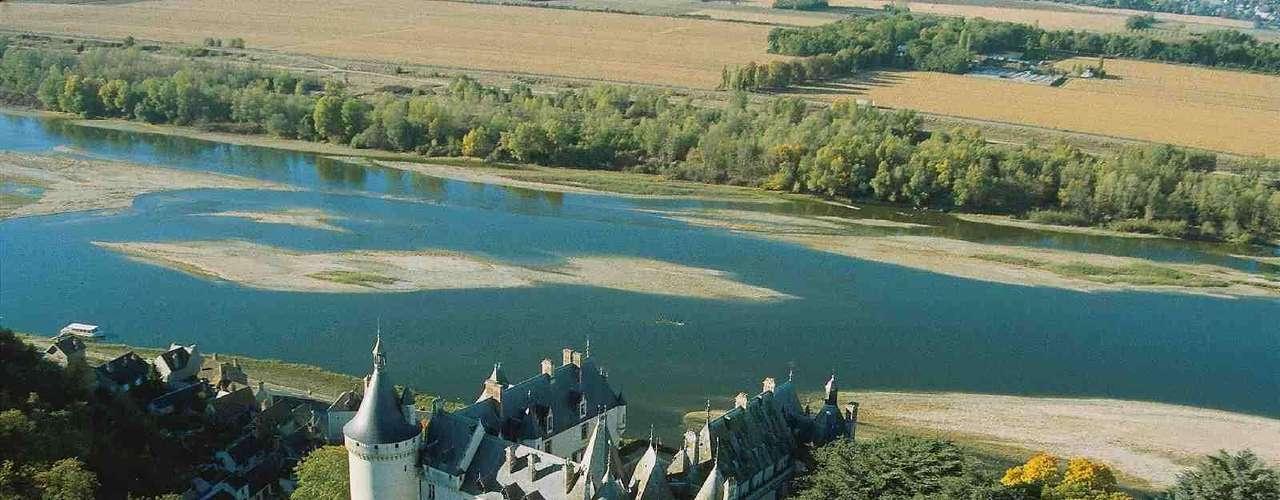 Castelos do Vale Loire, França: os castelos do vale do rio Loire fazem parte das mais belas construções do Renascimento na França. Castelos míticos como Chenonceau, Chambord e Amboise receberam reis e nobres e estão abertos para ser visitados. Além da beleza dos castelos, é um prazer percorrer a região, ao sul de Paris, em meio a paisagens bucólicas, degustando vinhos e desfrutando da gastronomia francesa