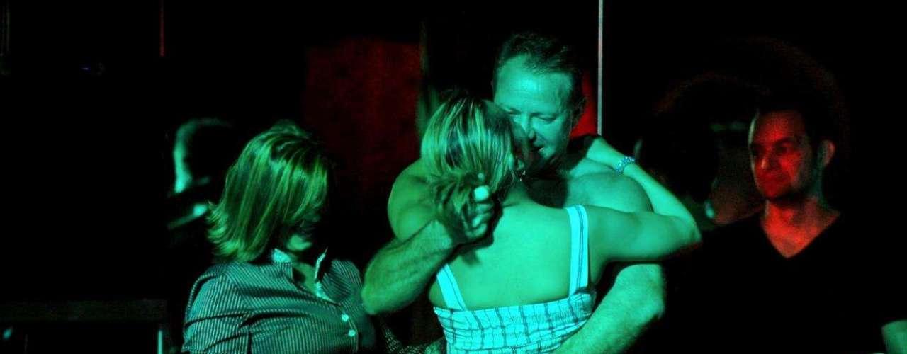 Dança, fetiches e sensualidade fazem a noite no Clube das Mulheres