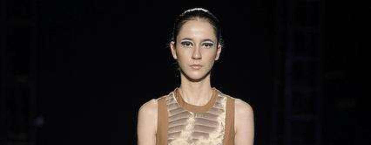 No entanto, Gabriela Sakate também criuo looks mais clássicos