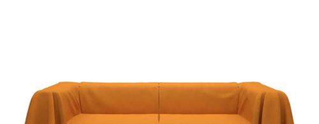 Outra maneira de dar um ar novo ao sofá é usar uma capa. Comprando-se mais de uma, ganha-se ainda mais liberdade para mudar a decoração