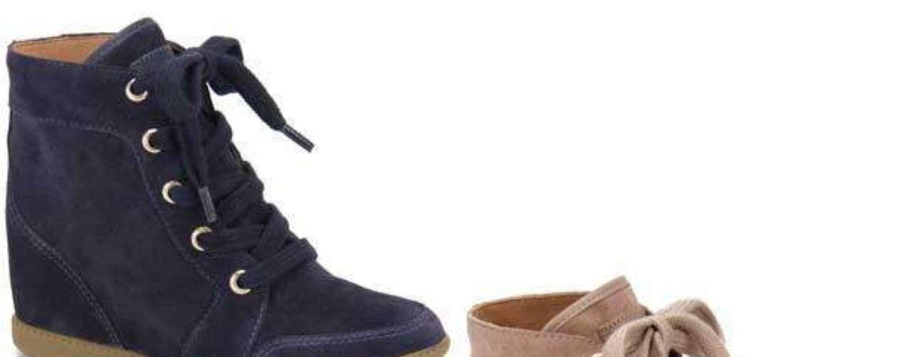 O sneaker em camurça é da Passarela. Disponível nas cores roxo, bege, laranja, pink e preto. Preço sugerido: R$ 269,99. Informações: (11) 4531-7952