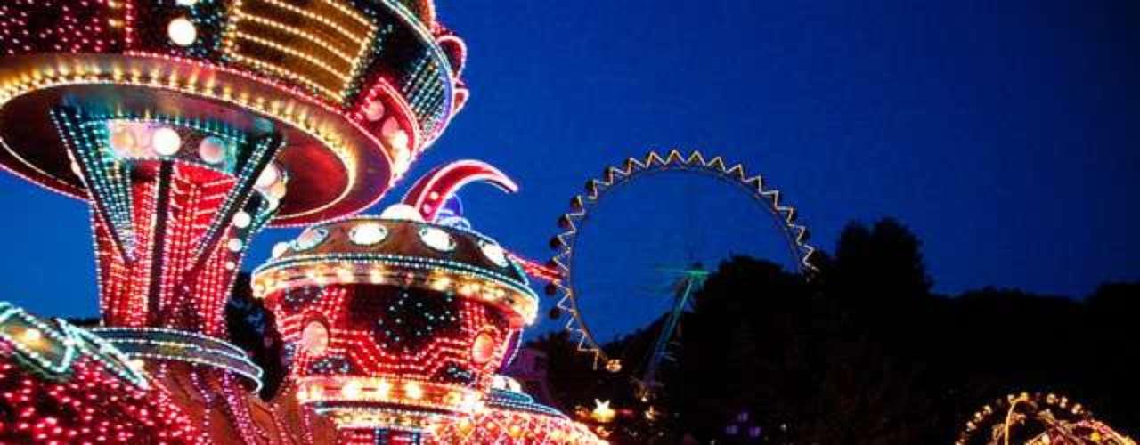 Everland, Yongin, Coreia do Sul: inaugurado em 1976, o Everland oferece atrações variadas ao longo do ano. Em meio aos brinquedos, surgem festivais e shows, como a Moonlight Parade e a Dream of Lacium. Ainda possui cinco áreas temáticas, entre elas um Safari e mais de 50 atrações para todos os gostos