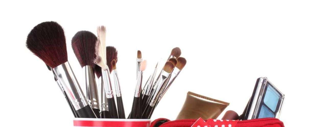 Montar um bom nécessaire não se resume apenas a boas marcas, mas produtos que cuidam da saúde da pele