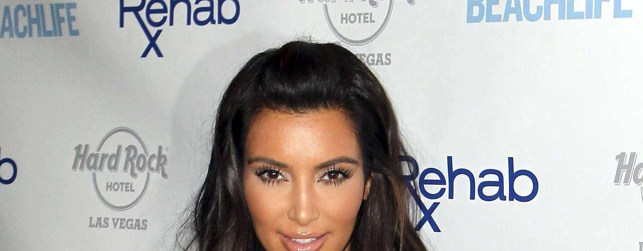 A estrela do seriado 'Keeping Up with the Kardashians' ainda admitiu que utiliza o bronzeador quando sua psoríase, doença que resseca a pele, aparece