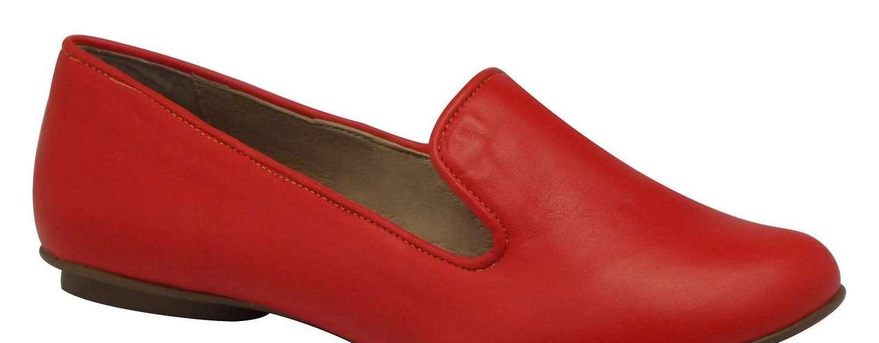 Apesar de ter surgido como um modelo de inverno, esse tipo de calçado também encontrou espaço nas coleções de primavera-verão. Ele aparece como uma opção tão confortável quanto as queridas sapatilhas. Slipper vermelho da Cristófoli