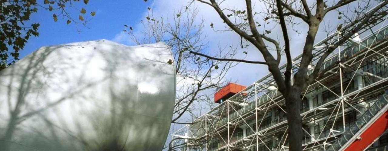 Centro Pompidou, Paris, França - Com um design moderno e muito inovador para o que era Paris em 1977, o Centro Pompidou é hoje um dos principais centros culturais da capital francesa. O museu recebe exposições, projeções de filmes e conta com uma biblioteca e um restaurante no topo, com uma linda vista sobre Paris