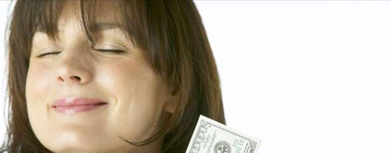 Você é materialista: embora não haja nada de errado em querer um relacionamento com uma condição financeira confortável, se você só se casa por dinheiro, pode acabar separada depois de um tempo. O casamento deve durar em momentos bons e ruins, na doença e na saúde e na riqueza e na pobreza. Algumas mulheres só se concentram no lado \