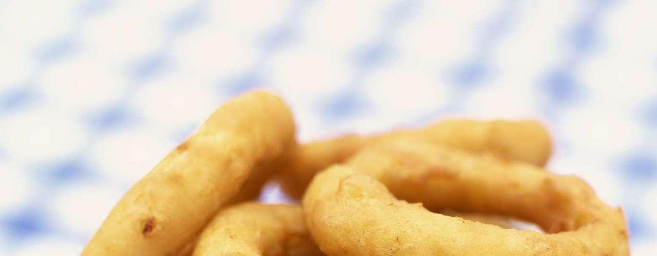 1. Comidas gordurosas e frituras: podem causar azia e outros desconfortos. \