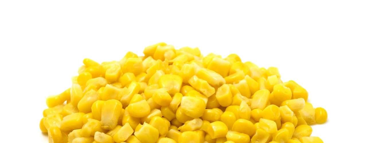 8. Milho: rico em fibras, o milho pode ser bom para regular o intestino, entre outros benefícios. No entanto, entre as fibras que contém está a celulosa, um tipo que o organismo humano não consegue digerir facilmente. \