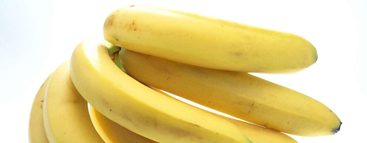 13. Banana: se você acabou de sair de uma crise de diarreia, a banana pode ser uma ótima aliada, já que ajuda a regular os movimentos do intestino. A fruta também repõe o estoque de potássio e contém fibras. \